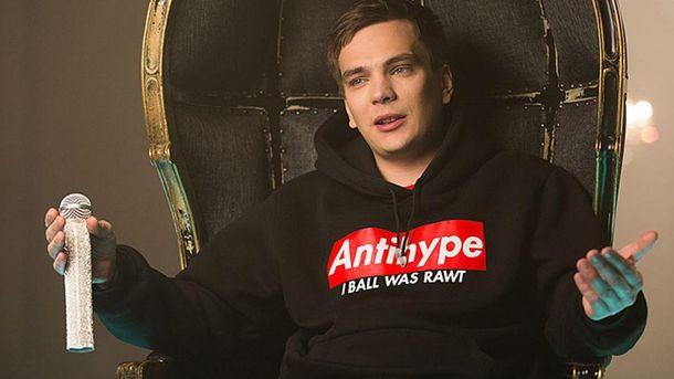 Появилось видео, как неизвестные избили запрещенного в Украине рэпера
