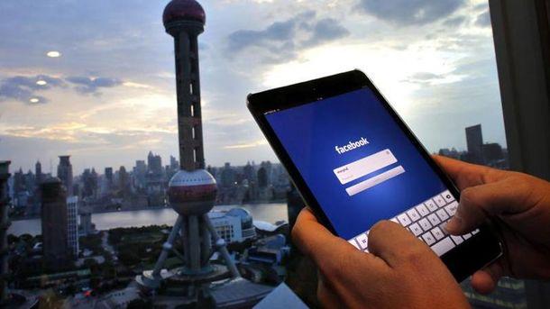 Facebook блокуватиме чужі оголені фото