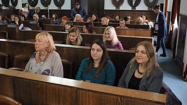 В Черновцах чиновники писали диктант на знание украинского языка