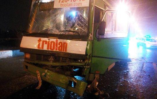 ВХарькове при столкновении 2-х  маршрутных автобусов пострадали 11 человек