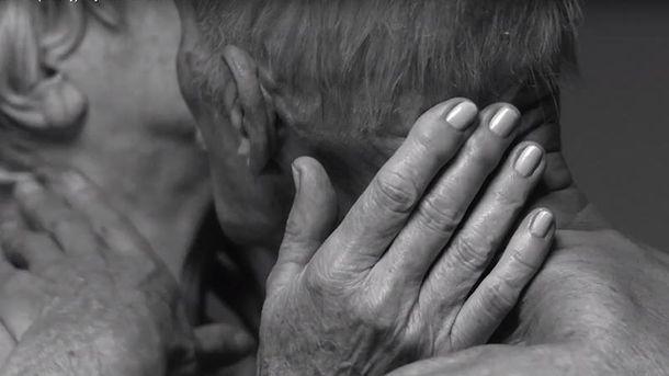 У рекламі парфумів показали секс літніх людей: відео