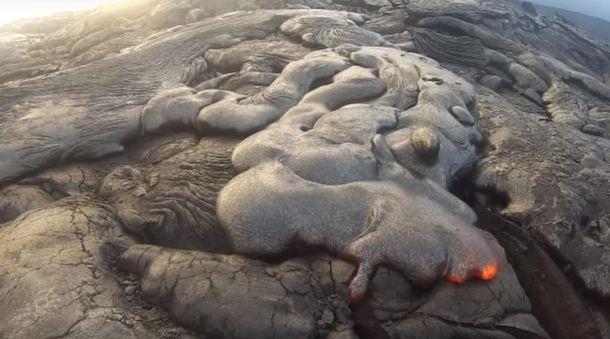 Як виглядає потік вулканічної лави зблизька: ефектні кадри