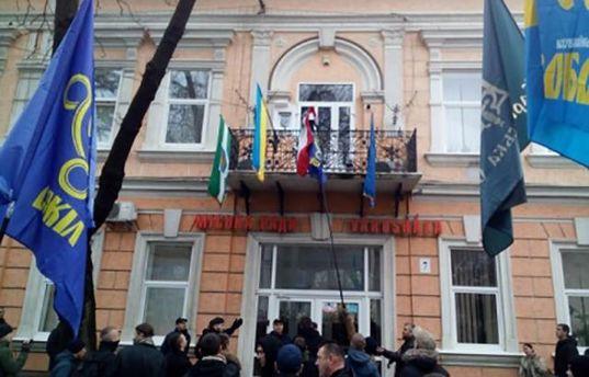 Срыв флага Венгрии на Закарпатье: виновников привлекут к уголовной ответственности