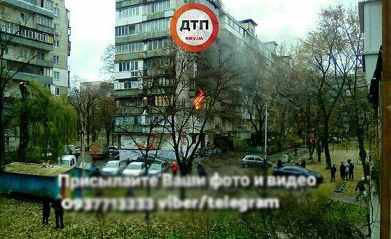 Уцентрі Києва наПечерську загорілася багатоповерхівка