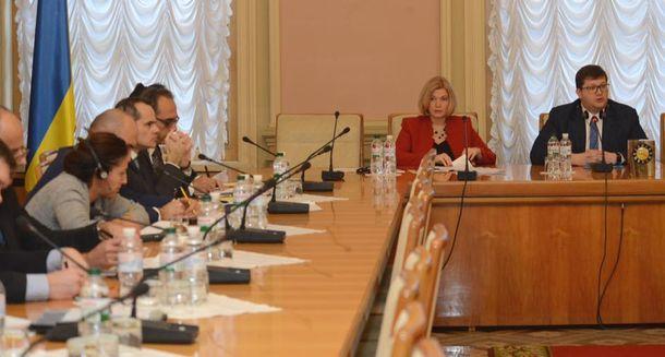 Геращенко озвучила, сколько заложников готовы отпустить боевики «ЛДНР»