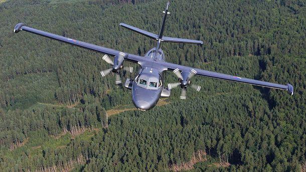 Пассажирский самолет L-410 (иллюстрация)