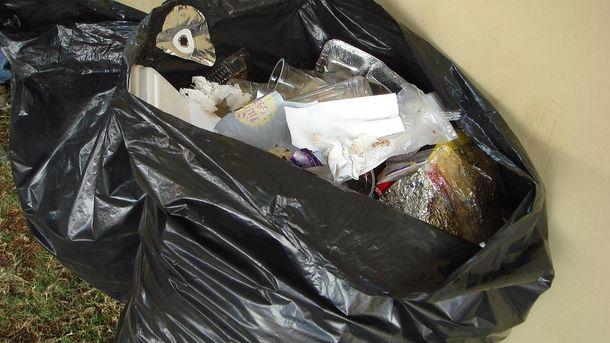 Киянину викинули на голову пакет зі сміттям, – соцмережі