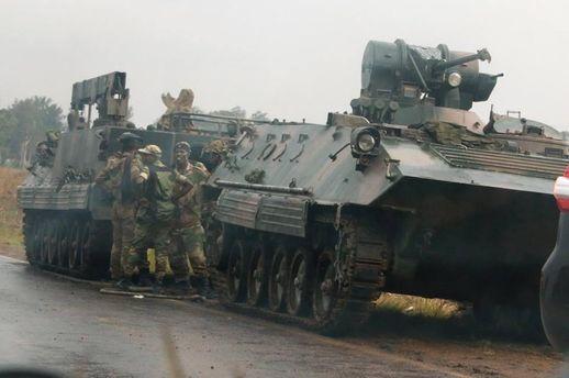 Військові утримують президента Зімбабве Мугабе під домашнім арештом