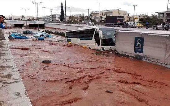 В Греции бушует сокрушительное наводнение: жертвами стихии стали уже 7 человек