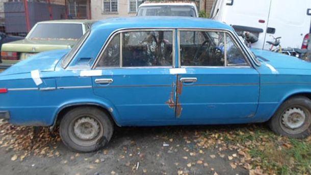 Подросток в Одесской области купил машину за сувенирные доллары: фото