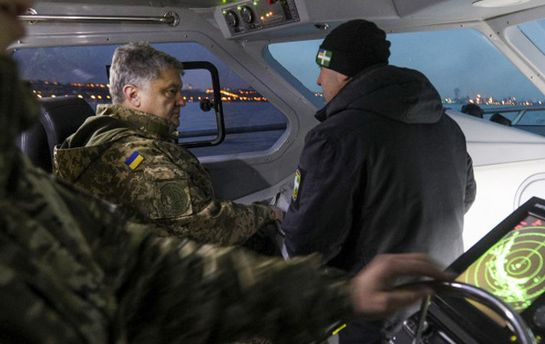 «Посмотреть Крымский мост»: вweb-сети интернет высмеяли поездку Порошенко накатере