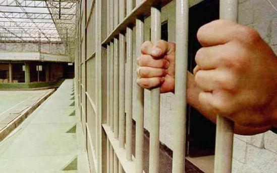 Обвиняемые вхулиганстве шестеро чеченцев вскрыли себе вены взале суда