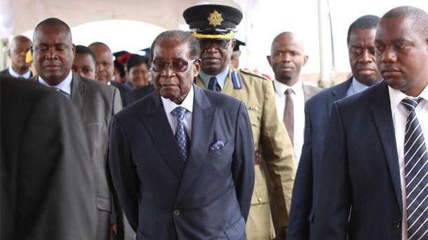 Правящая партия призвала Роберта Мугабе уйти споста президента