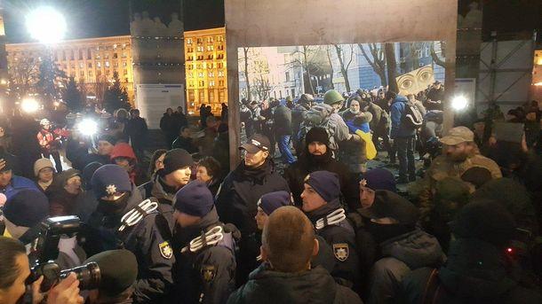 Ночью милиция потушила шины иснесла палатки, есть пострадавшие— Силовая зачистка Майдана