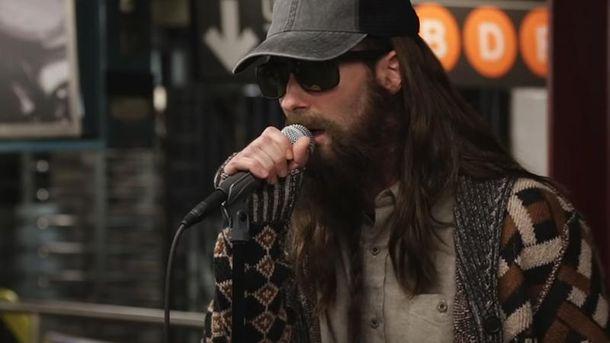 Maroon 5 спели внью-йоркском метро