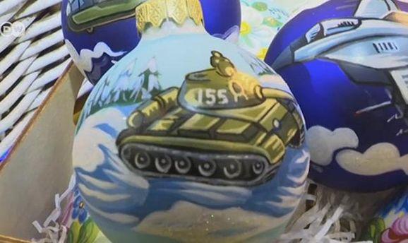 Станками иБТР: вРоссии появились странные новогодние украшения