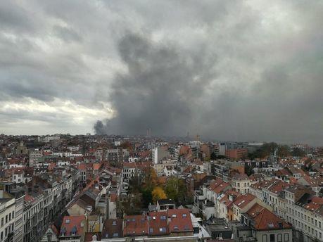 Масштабна пожежа вБрюсселі: фабрика звиробництва вафель згоріла дотла