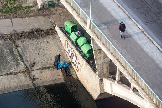Жах! Накиївському мосту повісилася людина