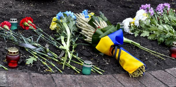 Военнослужащий президентского полка потерял сознание нацеремонии впамять ожертвах голодоморов