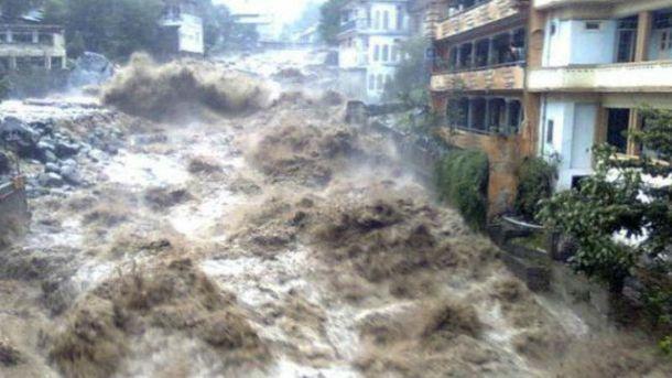 Головні новини 2 грудня: українець загинув під час повені на Шрі-Ланці, у Празі обвалився міст