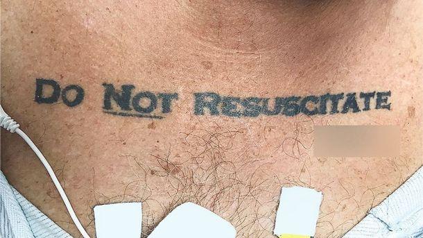 Мед. работники неспасли пациента из-за татуировки споследним желанием