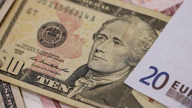 Наличный курс валютам 6 декабря: гривня наконец начала дорожать