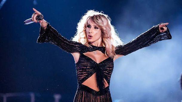 Эстрадная певица Лобода метнула микрофон в наблюдателей вовремя концерта