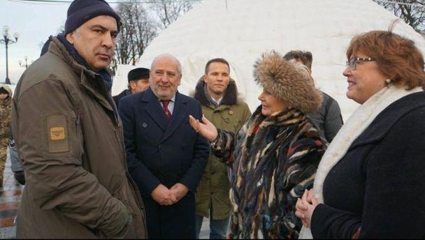 Михеил Саакашвили в палаточном городке возле Верховной Рады