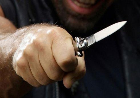 НА Запоріжжі росіянин-нелегал напав із ножем на працівників ДМС та СБУ