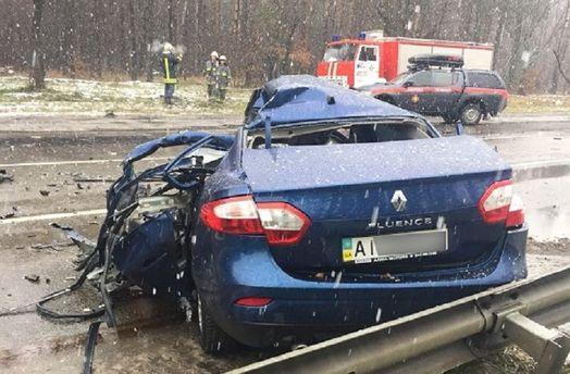 Фуру розвернуло поперек дороги: фото смертельної аварії під Києвом