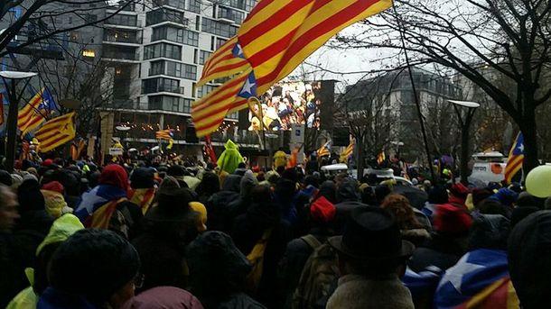 Мітинг уБрюсселі: вже 45 тис. осіб вийшли на підтримку незалежності Каталонії