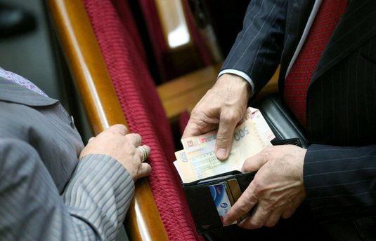 Народні депутати підвищили собі зарплати