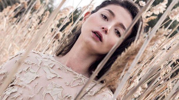 Українська модель прикрасила обкладинку китайского Vogue: яскраві фото