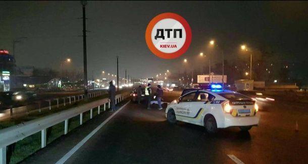 Жахлива ДТП уКиєві: жінка впала надорогу, машина переїхала її насмерть