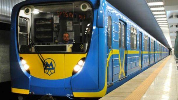 Укиївському метро голий чоловік намагався «захопити» поїзд— відео