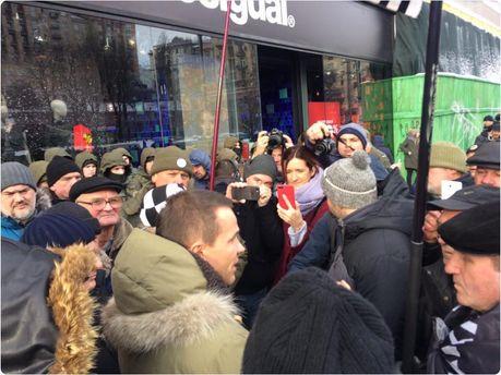 УПечерского суда, где находится Саакашвили, собираются активисты