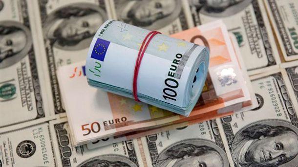 Наличный курс валют 12 декабря: гривна стремительно падает
