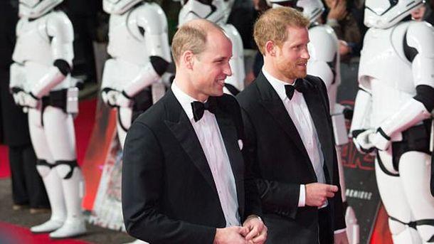 Принцы Уильям иГарри посетили премьеру свежей части «Звездных войн»