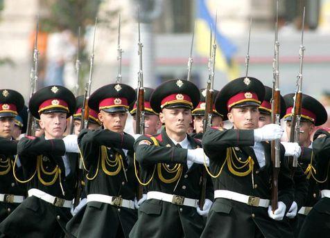 ВІДЕО: Порошенко присвоїв ім'я Богдана Хмельницького Окремому президентському полку
