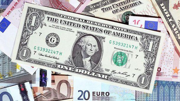 Наличный курс валют 15 декабря: гривна катастрофически падает