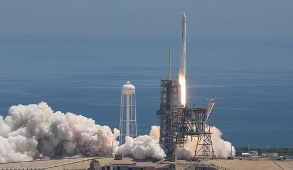 SpaceX отложила запуск Falcon 9 скосмическим кораблем Dragon