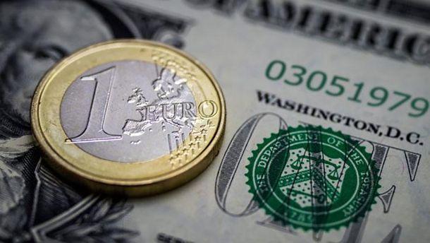 Курс валют на18 грудня: гривня перед вихідними впала