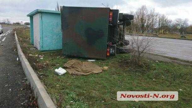 Фургон ВСУ протаранил остановку слюдьми под Николаевом: необошлось без жертв