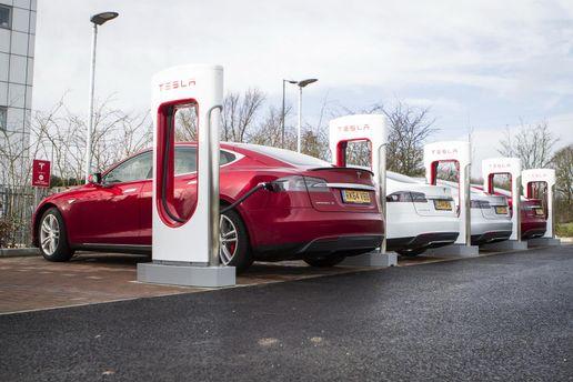 Tesla ограничивает возможность использования зарядных станций Supercharger для подзарядки коммерческих электромобилей