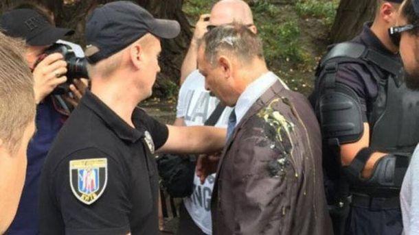 Избиение народного депутата  яйцами завершилось для автомайдановцев повестками