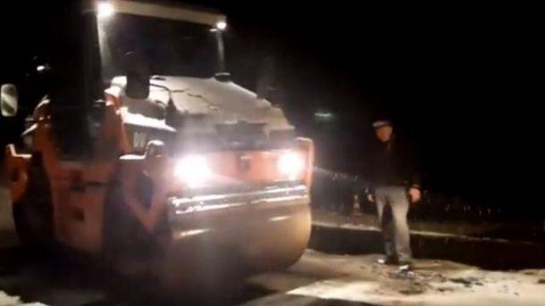 НаЗакарпатье асфальтировали дорогу вовремя снега