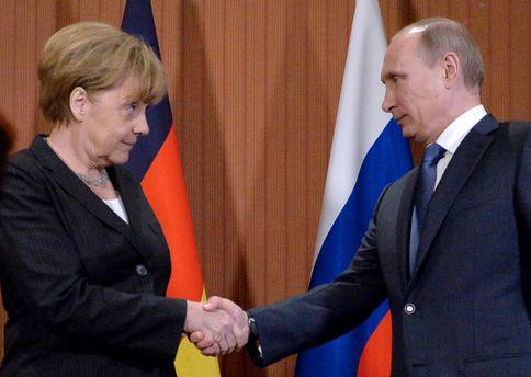 Путін і Меркель телефоном обговорили можливість відновлення роботи СЦКК наДонбасі