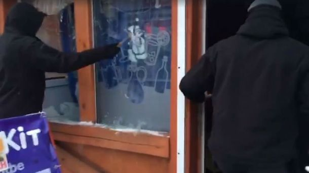ВСоломенском районе столицы Украины неизвестные вмасках разгромили кафе