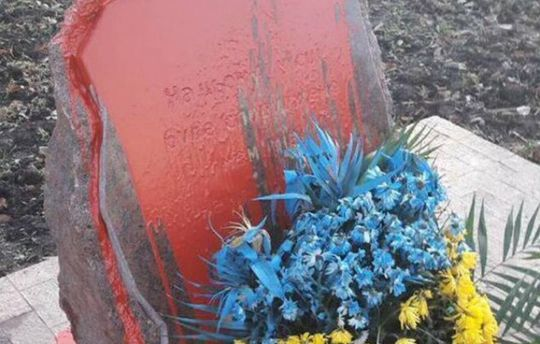 ВОдесі вандали облили фарбою пам'ятний знак загиблим бійцям АТО