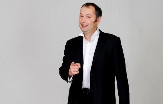 Украинский радиоведущий Олег Середа скончался подороге сновогоднего корпоратива